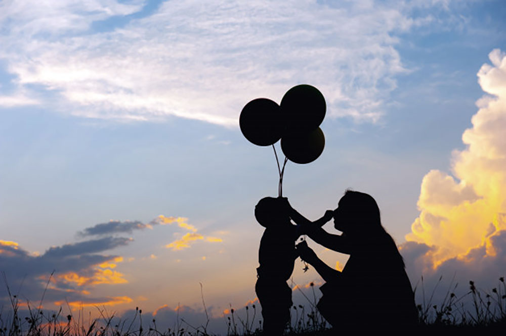 mother-son-playing-outdoors-sunset-silhouette_1249-1630